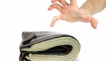 Human hand take over money on white white background - Газета Сельская новь